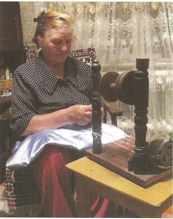 Фото из категорий: Подвески готические кресты из бисера со схемой и Схема вязания варежки крючком.