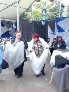Демонстрация урюпинских платков
