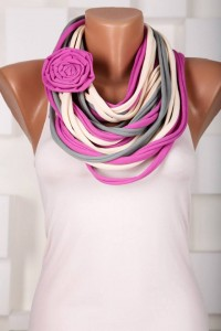 шарф-ожерелье с брошью