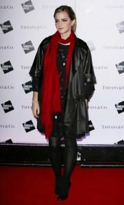 Эмма Уотсон в шерстяном шарфе