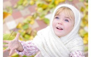Портрет маленькой красивой девочк